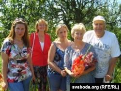 Іван Тадорскі з наведнікамі свайго кветніка