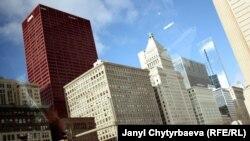 Чикаго пост-модерн архитектурасы менен таанылган.