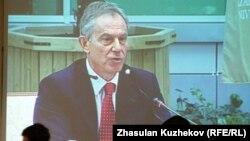 Ұлыбританияның бұрынғы премьер-министрі Тони Блэр Қазақстанның инвесторлар кеңесінде сөйлеп тұр. Астана, 18 мамыр 2011 жыл