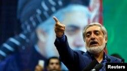 عبدالله عبدالله، نامزد انتخابات ریاستجمهوری افغانستان در میان هواداران خود. ۱۷ تیر ۹۳، کابل