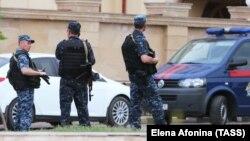 Сотрудники полиции в Чечне