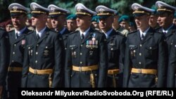Лейтенанты морской пехоты первого выпуска Одесской Военной академии. Одесса, 2 июня 2018 года