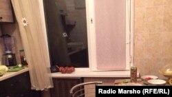 Окно, в которое залетела пуля, убившая 15 летнюю девочку