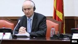 Aмбасадорот на Ирска за Македонија со седиште во Романија Оливер Гроган на Седница на собраниската Комисија за европски прашања во македонското Собрание.