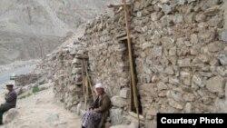 Шукшулук кыргыздар өздөрүн «Күнгө жакынбыз», «Кароолчунун урпактарыбыз» деп санашат.
