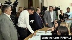 Голосование в Национальном собрании по вопросу о прекращении полномочий председателя Конституционного суда Грайра Товмасяна, 4 октября 2019 г.