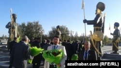 Türkmensähraly alym Abdyrahman Düýeji Aşgabatda Hatyra günüe gatnaşýar. Arhiw suraty