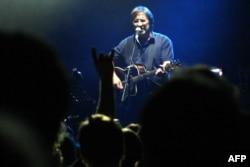 Rusiya - Şevçuk Rusiyada siyasi məhbuslara dəstək konserti verir, Sankt-Peterburq, 5 sentyabr 2012