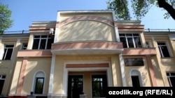 Здание министерства здравоохранения в Ташкенте.