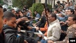 پلیس اعضای یکی جنبش های اسلامگرا را که در قاهره تظاهرات کردند را محاصره کرد