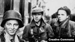 Маладыя ўдзельнікі Варшаўскага паўстаньня, жнівень 1944