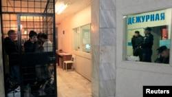 Задержанные российской полицией мигранты.