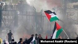 Protestuesit në Bejrut gjatë ditës së sotme.