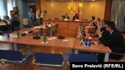 Članovi odbora iz vladajuće koalicije su odmah saopštili da će glasati za skidanje imuniteta