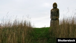 Скіфська кам'яна баба в українському степу