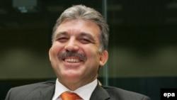 عبدالله گل نامزد حزب عدالت و توسعه، از نامزدی ریاست جمهوری، منصرف شد
