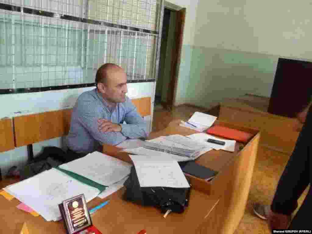 Адвокат Ҳусанбой Солиев.