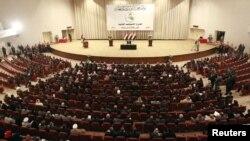 النواب العراقيون في جلسة برلمانية