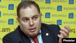 Armenia -- Hovhannes Sahakian, a senior lawmaker from the ruling Republican Party, at a press conference in Yerevan, 26Mar2012.