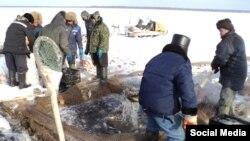 Тубыл районы Ләчек авылы халкы боз астыннан балык тота