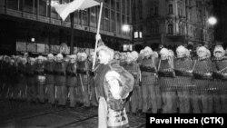 Бу сурат 1989 йил 17 ноябрь куни Прагада олинган.