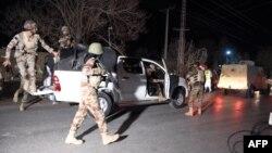 Кветта түбіндегі полиция академиясына келіп жеткен үкімет әскері. 25 қазан 2016 жыл