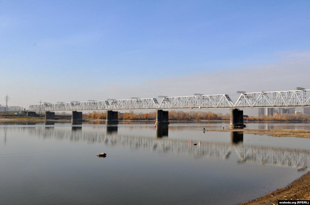 Железнодорожный мост через Обь в Новосибирске, строительство которого стало причиной появления здесь городу