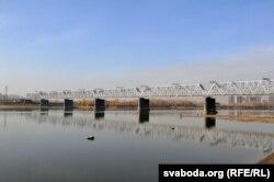 Чыгуначны мост праз Об у Новасібірску, будаўніцтва якога стала прычынай зьяўленьня тут гораду