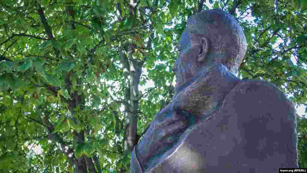 Франклін Рузвельт, відчуваючи настання осені, кутається в ковдру