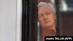 Themeluesi i WikiLeaks, Julian Assage.