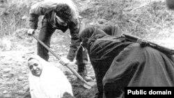 Женщину в Иране готовят к исполнению наказания - казни через побивание камнями.