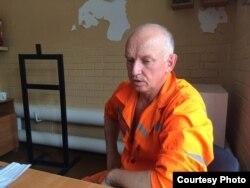 Заключенный лидер оппозиции Владимир Козлов беседует в тюрьме с правозащитниками. 21 июля 2015 года.