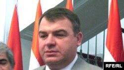 Анатолий Сердюков, вазири дифоъи Русия, ҳини дидор аз Душанбе