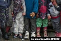 Ova deca od Deda Mraza žele samo nove patike i tople čarape