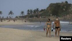 COVID-19 инфекцияси фавқулодда тез ёйилаётганига қарамай, Рио-де-Жанейро пляжлари тўла, июнь, 2020