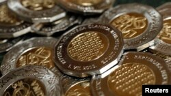 The new 25-kuna coin with European Union stars is seen during a presentation at the Croatian National Bank in Zagreb