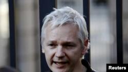 Themeluesi i Wikileaks-it, Xhulian Asanzh.