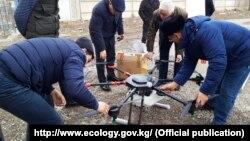 Октокоптер - летательный аппарат, используемый для защиты леса от вредителей.