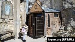 Качи-Кальон. Бисерный храм в крымской пещере (фотогалерея)