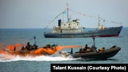 Военно-морские суда на учениях в Каспийском море. Актау, 13 апреля 2013 года.