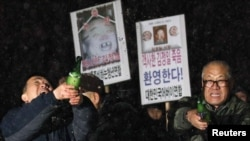 """Жители Южной Кореи не очень любят """"северных соседей""""... 28 декабря 2011 года они отмечали смерть северокорейского лидера Ким Чен Ира"""