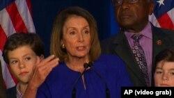 آرشیف، نانسی پلوسی حین سخنرانی در واشنگتن