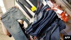 Купленные на стамбульских базарах джинсы с известным лейблом часто более качественные, чем оригинал, говорят сами торговцы