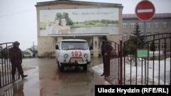 «Хуткая» каля школы №2 у Стоўпцах