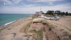 «Обвальное» лето: опасный отдых в крымской Николаевке (видео)
