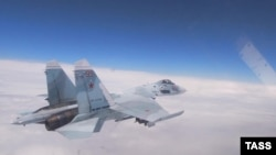 A Russian Sukhoi Su-27 fighter jet (file photo)