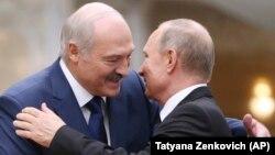 Президент Беларуси Александр Лукашенко (слева) и президент России Владимир Путин.