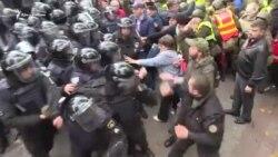 Антиправительственная демонстрация обернулась дракой с полицией (видео)