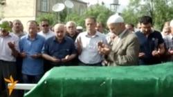 Arif Hacılının anasının dəfn mərasimi