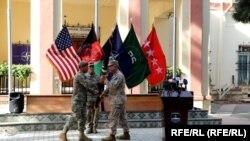 General Austin Scott Miller, komandant SAD-a i NATO-a u Avganistanu (levo) preneo je komandne odgovornosti na generala američke vojske Kenneth-a McKenzie-a, 12. jula 2021. u Kabulu